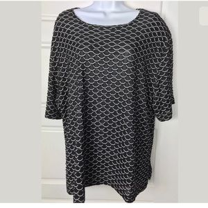 Vikki Vi black white slinky knit tunic top